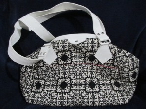 CMN16_Black-White Purse_IMG_1240